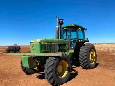 1984 JOHN DEERE 4850 MFWD DSL. TRACTOR, CAB, A/C, P/S TRANS., 3 PT., 3 HYD., WTS., Q.H., 18.4X26 FRONT RUBBER, 20.8X38 RUBBER (NEEDS HEAD GASKET) - (1